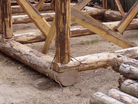 Деревянный гараж своими руками из бревна